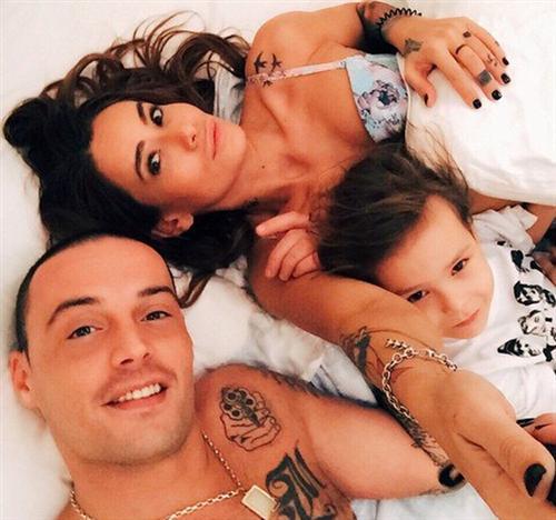 Гуф с женой Айзой Долматовой и сыном Сэмом