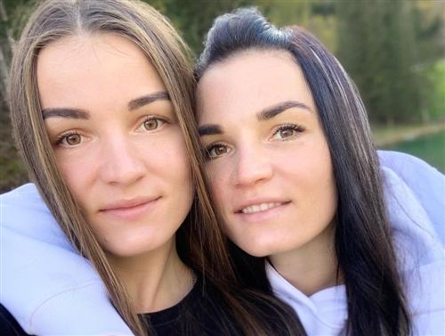 Биатлонистка Ирина Кручинкина и ее сестра Елена Кручинкина