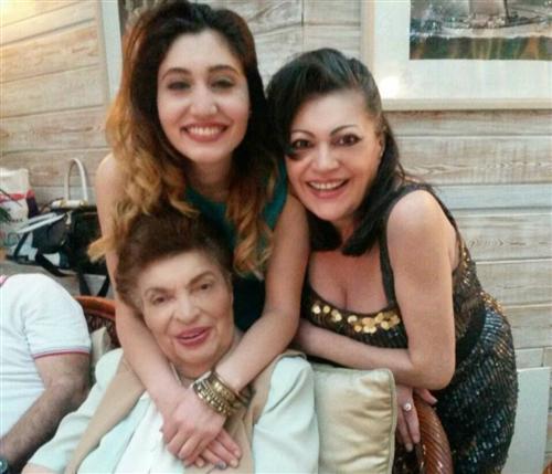 Ирина Отиева с дочерью и мамой