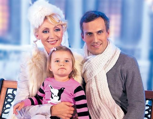 Кристина Орбакайте и её муж Михаил Земцов и дочка Клавдия