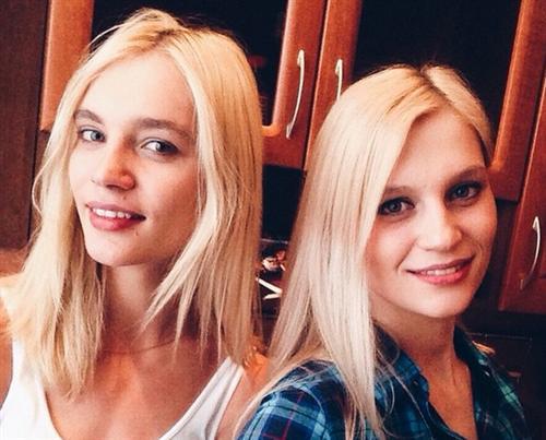 Лиля Коцур с сестрой Юлей