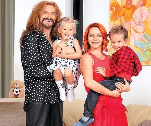 Марина Анисина с мужем Никитой Джигурдой и детьми