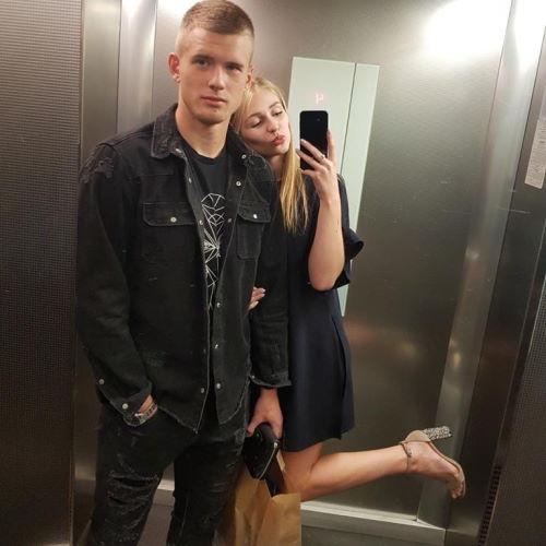 Футболист Михаил Агеев и его девушка