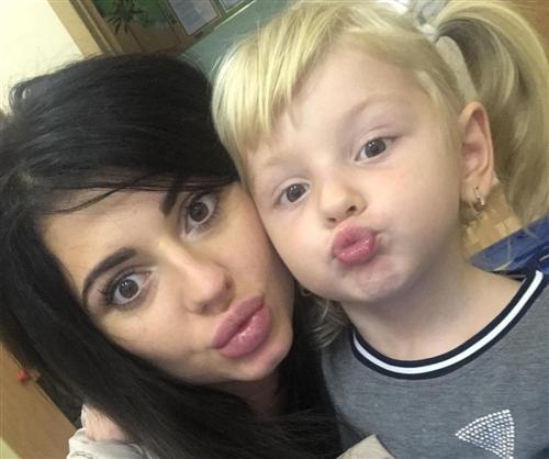 Участница Дом-2 Олеся Чиркова с дочкой
