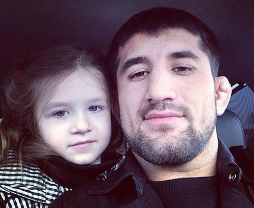 Расул Мирзаев с дочкой