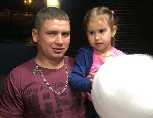 Участник Дома-2 Сергей Крылов с дочкой