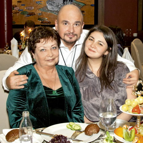 Трофим, его мама Галина Фёдоровна и дочь Анна Трофимова