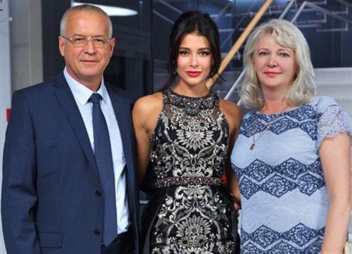 Модель София Никитчук с родителями