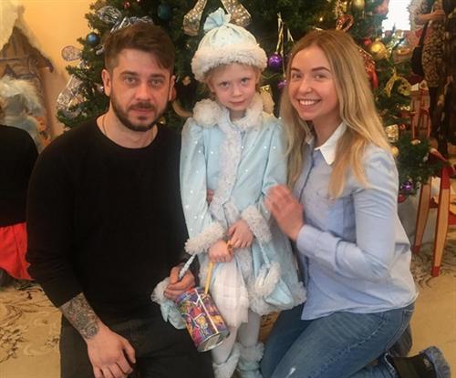 Стас Старовойтов с женой Мариной Маматовой и дочкой Марусей