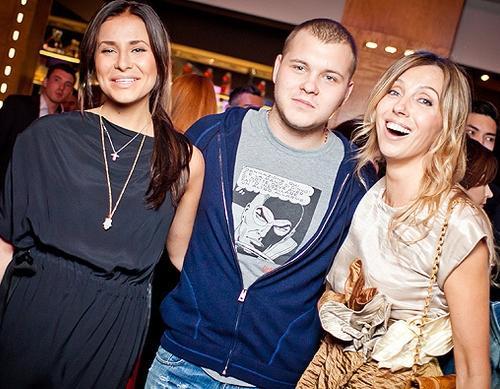 Светлана Бондарчук с сыном Сергеем и невесткой Татой