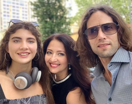 Светлана Мигунова-Дали с мужем и дочкой