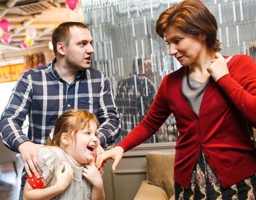 Фото Светланы Зейналовой, её гражданского мужа Дмитрия и дочери Александры