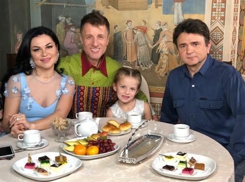 Фото Валерия Дидюли с женой Евгенией и дочкой Аришей
