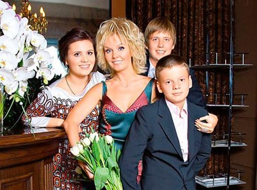 Валерия и её дети