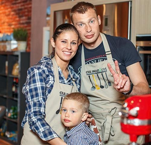 Василий Березуцкий с женой Ольгой и сыном