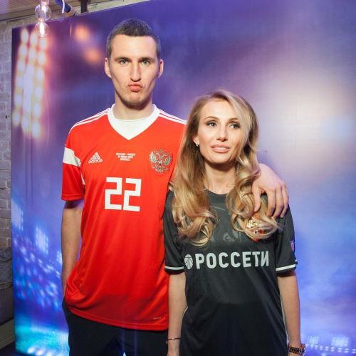 Футболист Виктор Васин и его жена Евгения